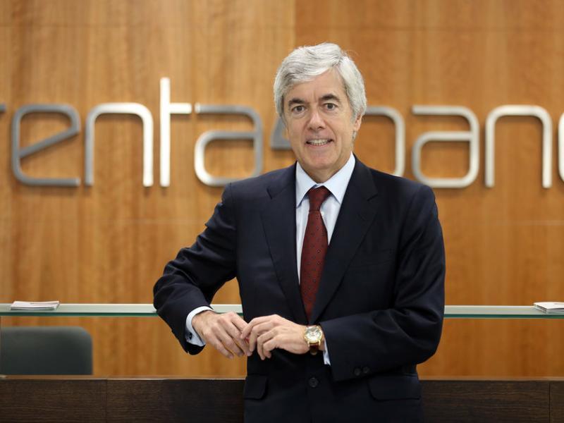 Juan Carlos Ureta a l'oficina central de Renta 4 a Barcelona, inaugurada recentment.  JUANMA RAMOS