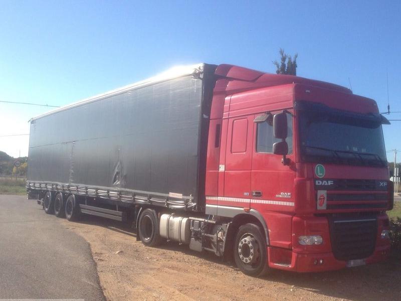 Una imatge del camió que va quedar immobilitzat a Mont-roig del Camp EL PUNT AVUI