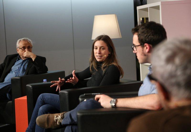 Imatge de la primera taula rodona, amb Guillem Frontera, Llucia Ramis, Jaume Muñoz i Ferran Torrent.