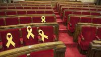 Llaços grocs al Parlament pels diputats presos i exiliats el 24 de març, dia que havia de fer-se la votació en segona volta de la investidura de Jordi Turull