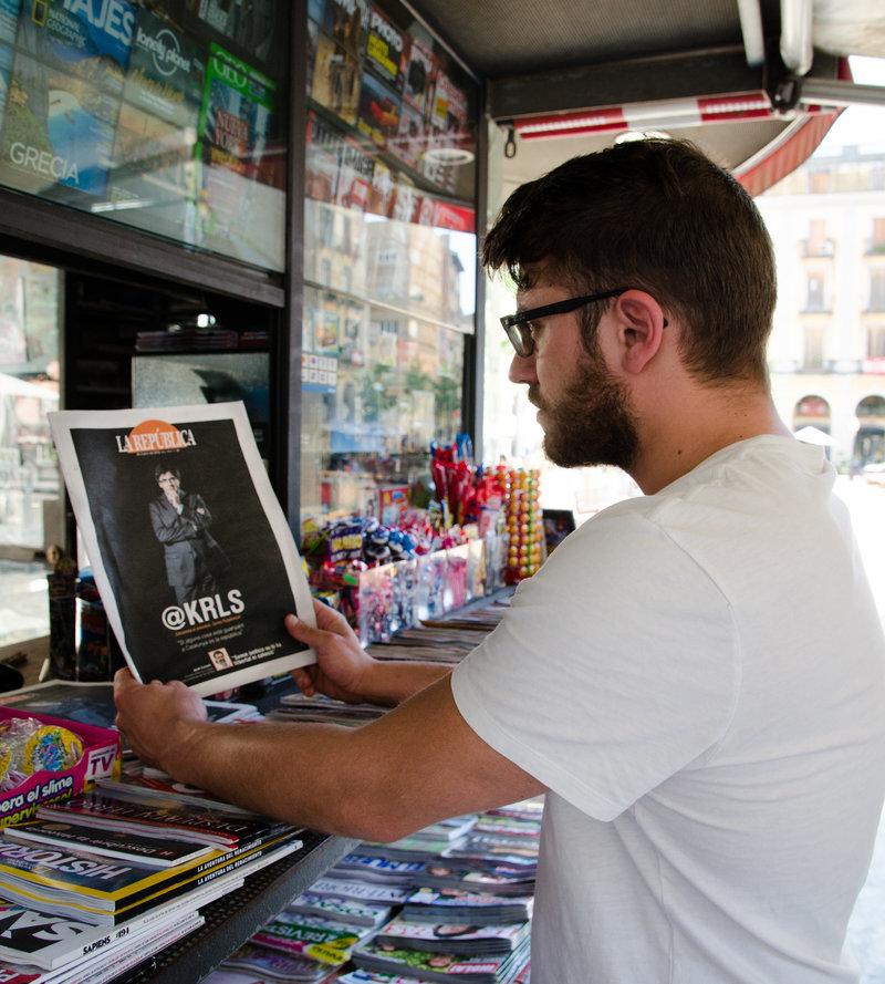 Imatge d'un lector llegint La República.
