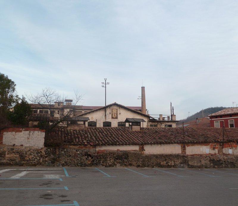 Imatge de l'antiga fàbrica de Can Sacrest, que ha de ser un pol cultural de primer ordre d'Olot.