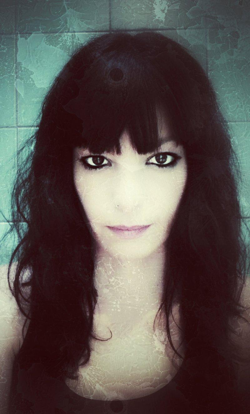 Anna Carreras, autoretratada.