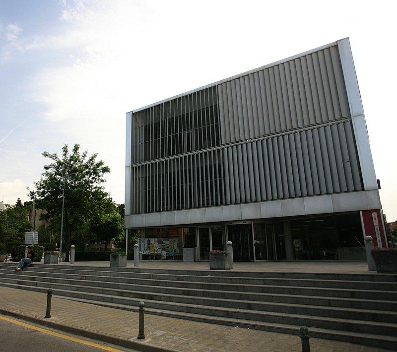 La biblioteca Carles Fages de Climent M. LLADÓ.