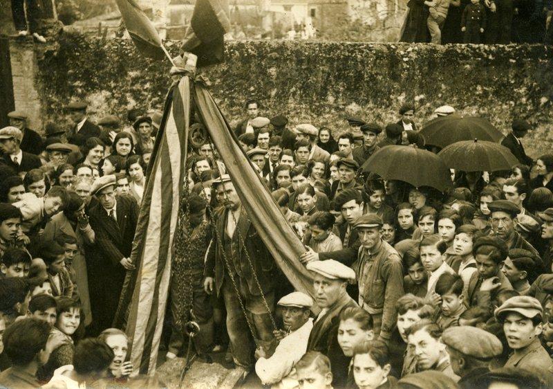 Col·locació de la primera pedra, el 14 d'abril del 1933 ARXIU MUNICIPAL / COL·LECCIÓ MARIA SALVADOR CALZADA.
