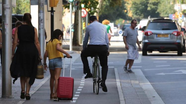 Conviure vianants, bicicletes, cotxes i cada cop més amb altres mitjans de transport a la via pública sovint resulta complex.