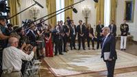 Donald Trump responent a la premsa , a la Casa Blanca