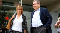 L'alcaldessa de Figueres, Marta Felip, acompanyada del seu advocat a la sortida dels jutjats