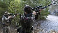 Uns soldats provant armament en maniobres conjuntes europees