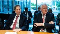 Maassen, fins ahir cap de l'espionatge interior alemany (esquerra), amb el ministre d'Interior, Horst Seehofer