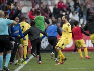 Alegria dels jugadors del Reus en un dels últims triomfs al Nou Estadi