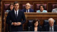 Pedro Sánchez respon des del seu escó del Congrés