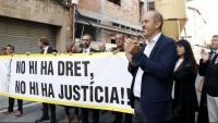 Costa, ahir acompanyat a la porta dels jutjats de Vic