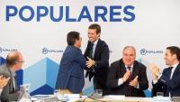 El líder del PP, Pablo Casado , felicitat a la seva arribada a la reunió amb secretaris generals territorials, a la seu del partit conservador del carrer Gènova de Madrid, ahir