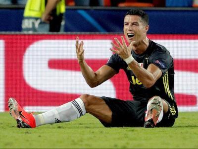 Cristiano Ronaldo plorant després de veure la vermella avui a València
