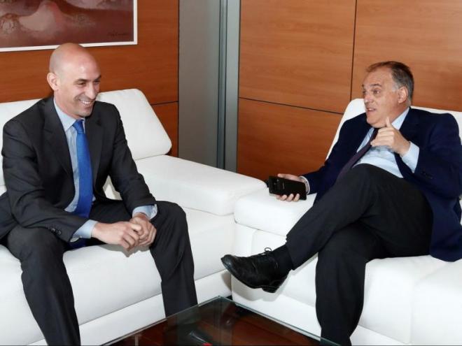 Luis Rubiales i Javier Tebas no es posen d'acord pràcticament en res; tampoc sobre el partit que el Girona i el Barça haurien de jugar a Miami