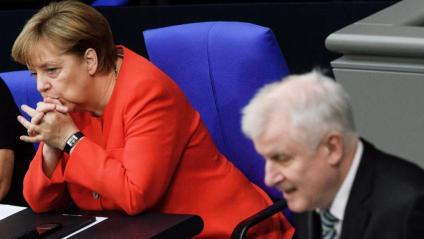 Merkel i el seu ministre de l'Interior, Horst Seehofer, al Parlament federal, el juliol passat