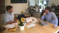 Carles Puigdemont i el periodista Olivier Mouton, durant una de les trobades per preparar el llibre