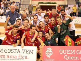 De dalt a baix, els combinats espanyols sub-17, sub-20 i absolut que han estat proclamats campions d'Europa aquest estiu