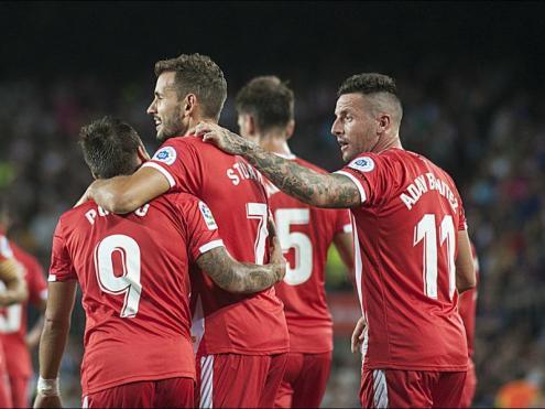 Stuani felicitats pels companys després de marcar diumenge al Camp Nou