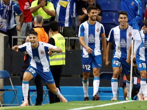 Els jugadors de l'Espanyol celebren el gol de Mario Hermoso