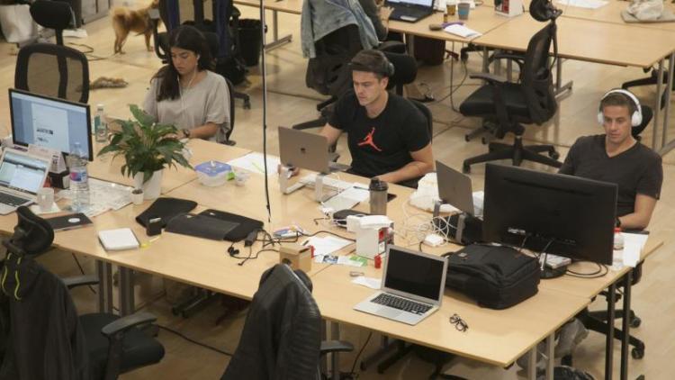 Imatge del centre de coworking CREC, situat al carrer Blesa de Barcelona, on hi ha nombrosos autònoms.
