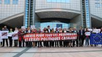Concentració d'eurodiputats davant l'Eurocambra per demanar la llibertat per als Jordis, ahir a Brussel·les