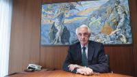 Jordi Mercader, al seu despatx de la paperera Miquel i Costas, presidit per 'L'entalpia', un gran quadre d'Antoni Pitxot, amic personal