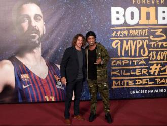 Ronaldinho amb Puyol en l'homenatge a Navarro