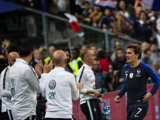 Griezmann celebra el gol de l'empat amb la banqueta