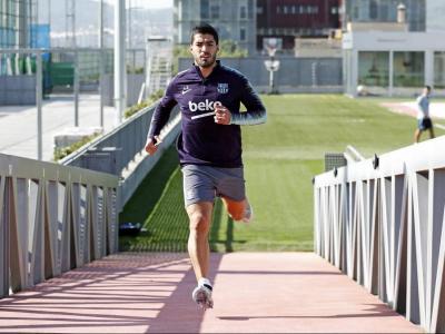 Luis Suárez fent un exercici