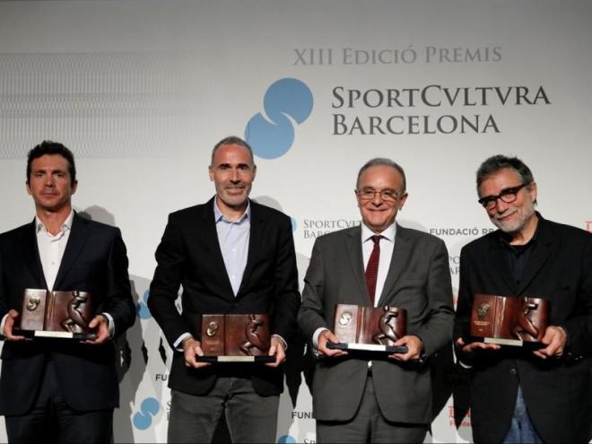 Amor (en representació d'Andres Iniesta), Àlex Corretja (en representació de Garbiñe Muguruza), Manel del Castillo, director gerent de l'Hospital Sant Joan de Déu, i Jaume Plensa, amb els guardons entregats enguany per Sport Cultura Barcelona