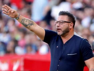 Antonio Mohamed donant indicacions als seus homes en l'últim partit de lliga del Celta disputat al Sánchez Pizjuán