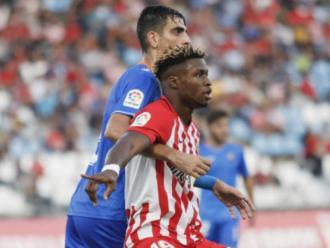 Catena pressionant Sekou , en l'Almeria-Reus de lliga, el setembre passat