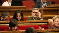 El grup parlamentari de la CUP, amb Carles Riera, Maria Sirvent i Vidal Aragonès, a l'última fila, en l'últim ple celebrat al Parlament aquest mes d'octubre