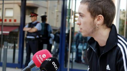 Cesc Esteve ,  del CDR de Sabadell, ahir, davant de la comissaria de Sabadell