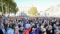 Desenes de milers de persones van manifestar-se dissabte a Londres a favor d'un segon referèndum sobre el 'Brexit'