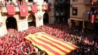 Gran estelada desplegada en l'inici de la diada castellera de Santa Úrsula a Valls