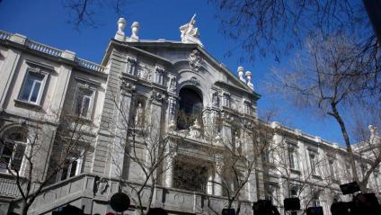 L'exterior del Tribunal Suprem a Madrid
