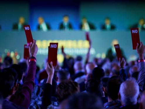 987 socis compromissaris va ser la xifra màxima registrada, d'un total de 4.530 convocats a l'assemblea