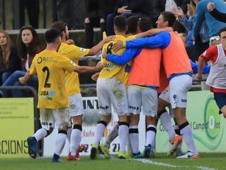 Els jugadors del Lleida celebren el gol de Juanto, diumenge passat en la victòria a Olot