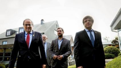 Quim Torra, acompanyat de Toni Comín i Carles Puigdemont, ahir a Waterloo