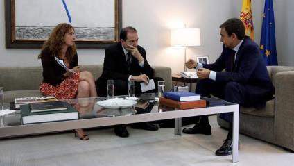 Montse Oliva i l'exdirector de l'Avui Vicent Sanchis, durant una entrevista a l'aleshores president Zapatero