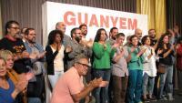 Signants del manifest, ahir al final de l'acte que va aplegar prop de 200 persones al saló de descans del teatre
