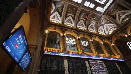 La borsa espanyola va tornar a reflectir ahir, amb caigudes de l'IBEX, la inseguretat pel possible cost que tindrà per a la banca la sentència
