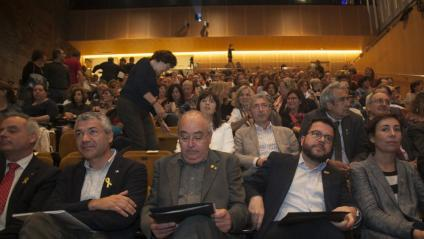 Pere Aragonès (segon per la dreta), al costat del conseller Josep Bargalló, ahir, durant la presentació del nou model d'educació plurilingüe
