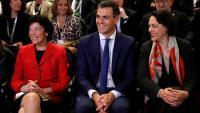 El president del govern espanyol, Pedro Sánchez , amb les ministres Celaá i Valerio a la trobada de la Formació Professional