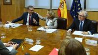 Nadia Calviño, ministra d'Economia, parla amb el governador del Banc d'Espanya, Pablo Hernández de Cos