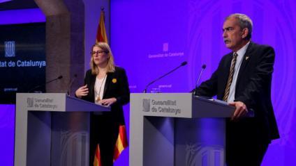 La consellera de la Presidència, Elsa Artadi, i el comissionat de  la Presidència per al Desplegament de l'Autogovern, Pau Villòria, en roda de premsa, ahir