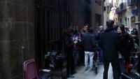 Desallotjada una finca del Gòtic ocupada per una vintena d'adults i quatre menors